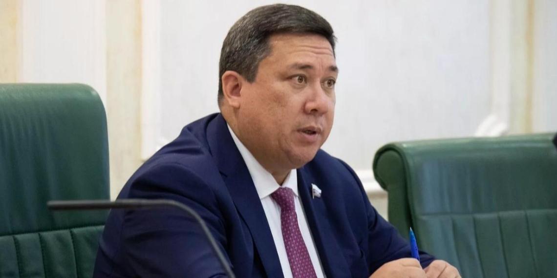 Сенатор: поддерживаемая Западом оппозиция открыто предлагает развалить страну