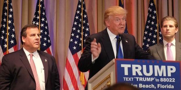 """Трамп и Клинтон стали лидерами на праймериз в """"супервторник"""""""