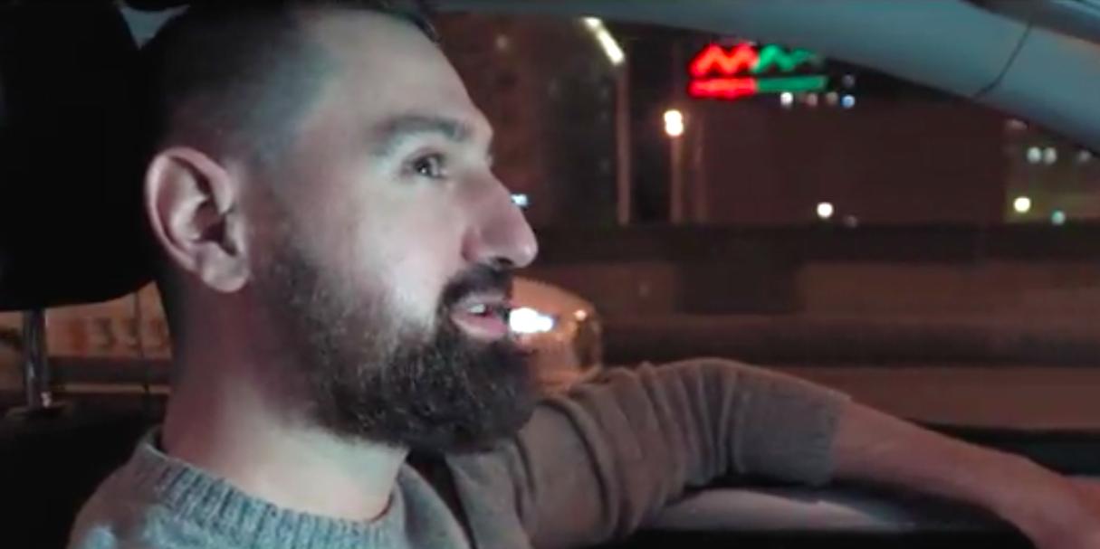 Таксисты поздравили россиян с Днем народного единства