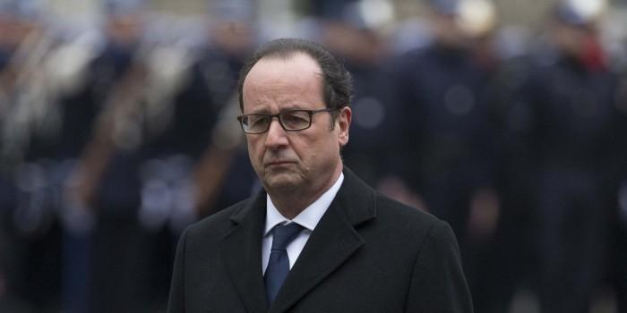 Французские политики критикуют Олланда за отказ посетить Парад в Москве