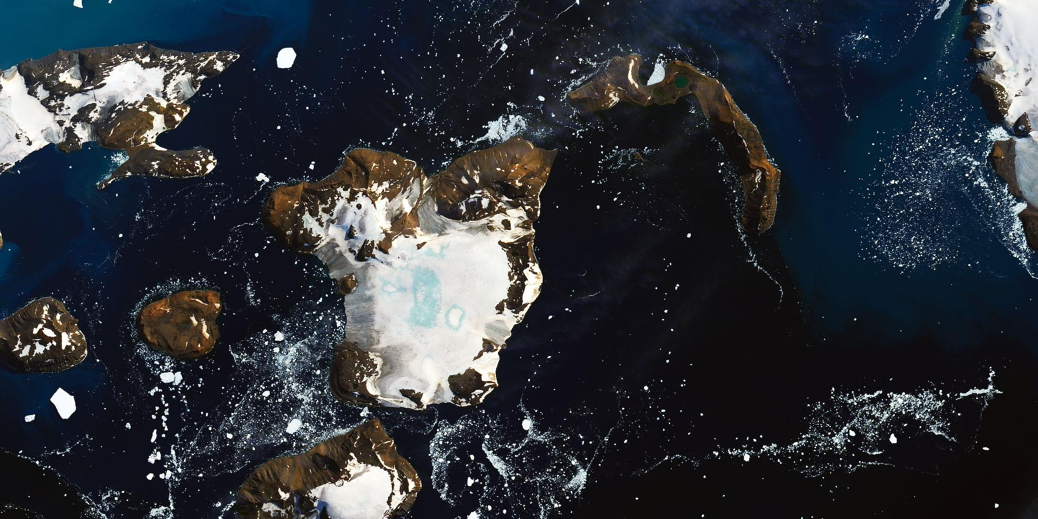 NASA сняло со спутника последствия рекордного потепления в Антарктиде