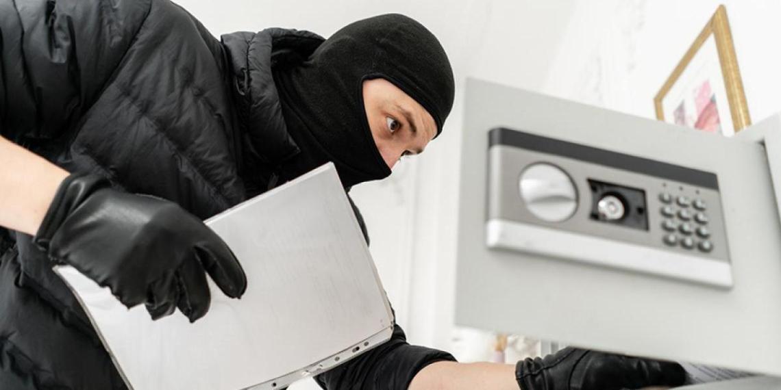 Из московской аптеки похитили многокилограммовый сейф. В нем оказались только йод и зеленка