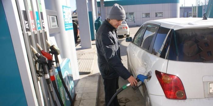 Украина стала лидером рейтинга стран с самым недоступным бензином
