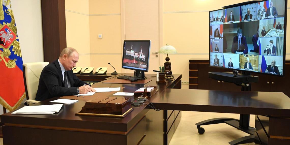 """Путин призвал бизнес и глав регионов обратить внимание на участников """"Цифрового прорыва"""""""