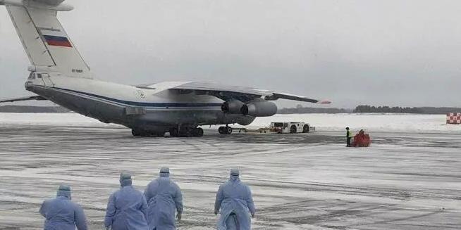 """""""Своих не бросаем"""": в Тюмени проходит флешмоб в поддержку эвакуированных из Китая россиян"""
