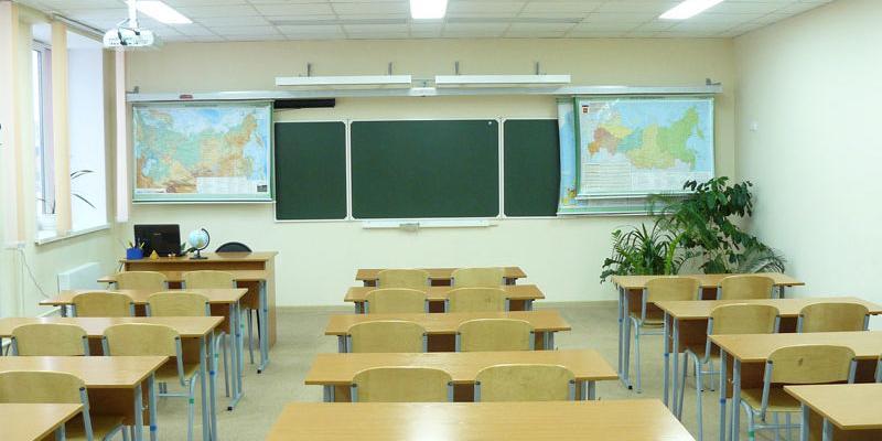 Росстат рассказал о зарплатах учителей свыше 90 тысяч в месяц