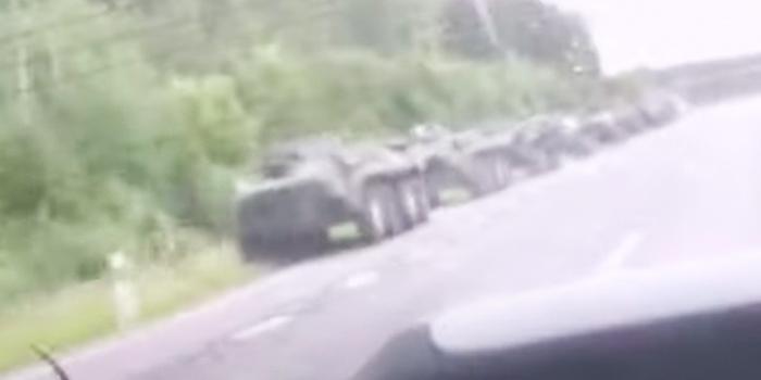 У границы с Россией заметили колонну белорусской бронетехники