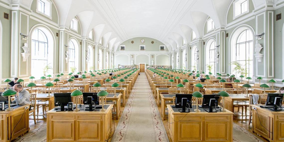 Двое петербуржцев устроили драку из-за места в библиотеке