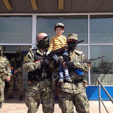 Ополченцы захватили отдел милиции в Константиновке Донецкой области