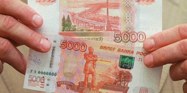 Сенатор предложил разместить портрет Путина на пятитысячной банкноте