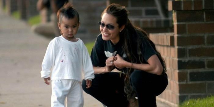 Анджелину Джоли обвинили в похищении ребенка из Камбоджи