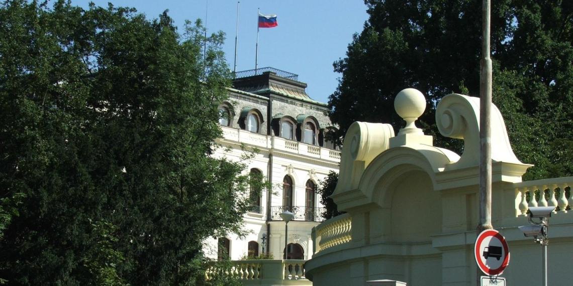 Чехия готова выслать 60 российских дипломатов
