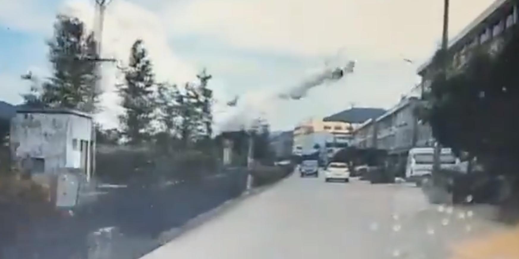 В Китае взрыв бензовоза на шоссе попал на видео