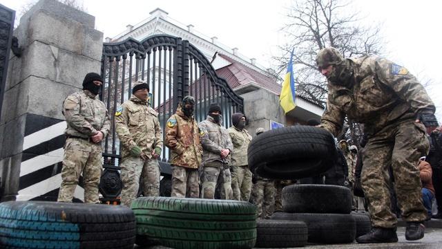 Страх и шизофрения на Украине: 72 % опрошенных не верят в победу, но 53 % - за продолжение АТО