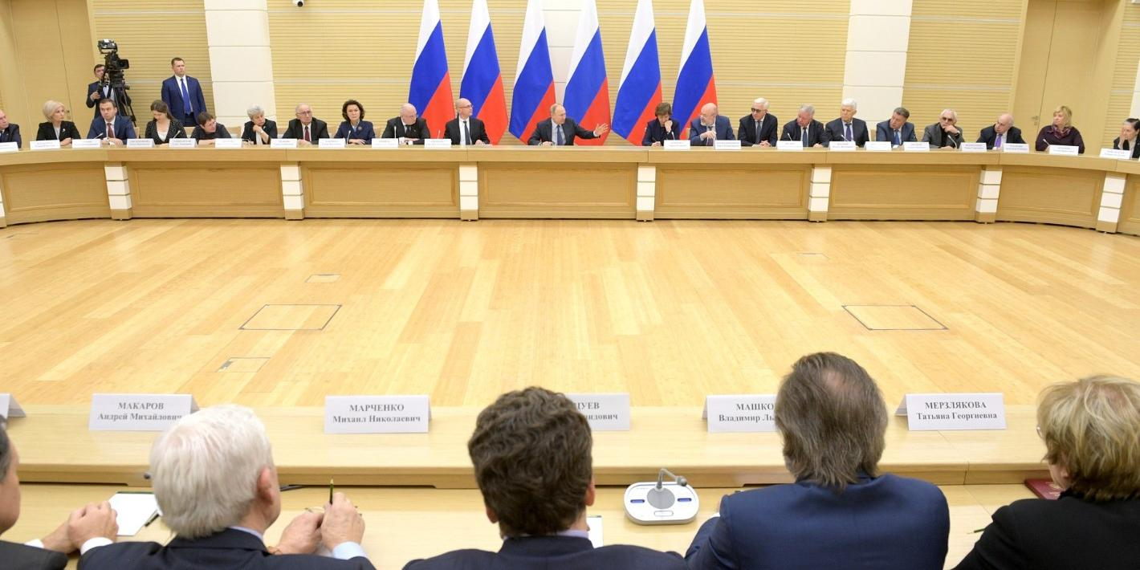 Рабочая группа по Конституции планирует встретиться 26 февраля с президентом Путиным