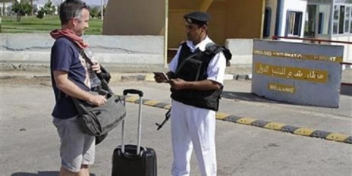AP: за 10 евро в аэропорту Шарм-эль-Шейха можно было пронести сумку с оружием