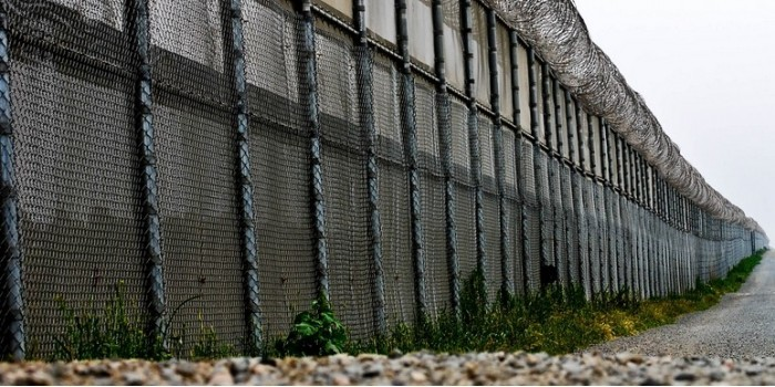 Венгрия построит четырёхметровую стену на границе с Сербией