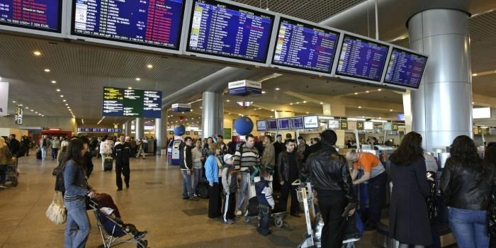 СМИ узнали о массовом возвращении россиян из Европы на родину