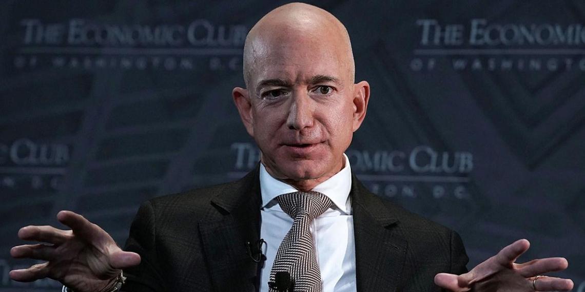Директор Amazon полетит в июле в космос вместе со своим братом