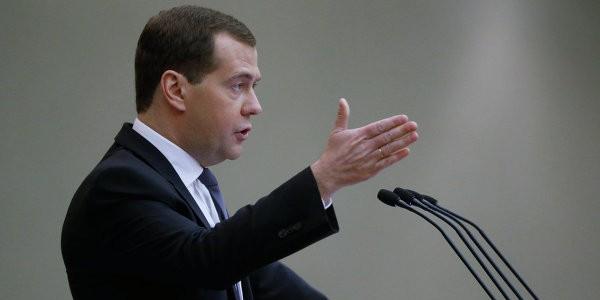 Медведев: негативные тенденции в экономике сохраняются