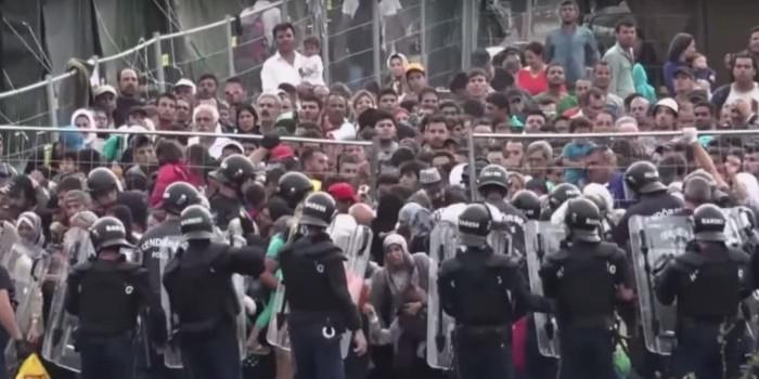 В Венгрии футбольные фанаты напали на лагерь мигрантов у столичного вокзала