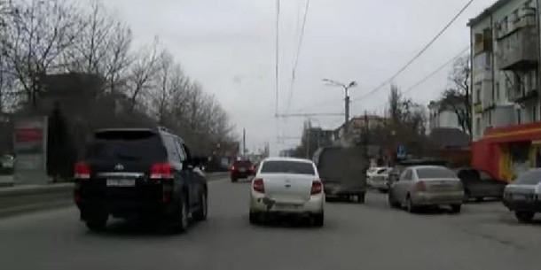Участники кортежа главы Дагестана «наказывали» водителей за нерасторопность