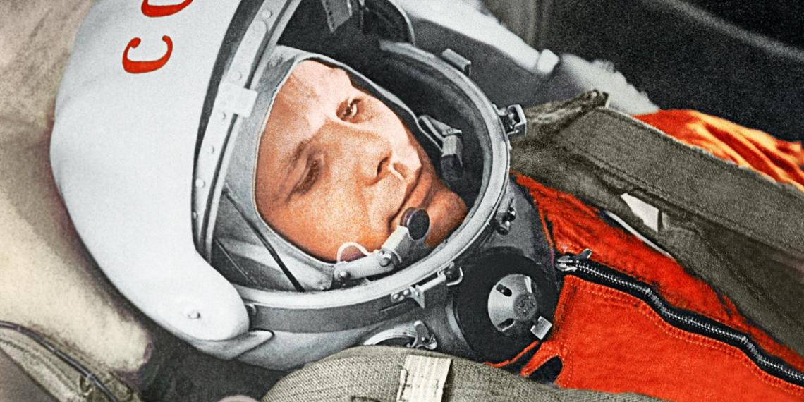 Минобороны показало личное дело и зачетку Гагарина