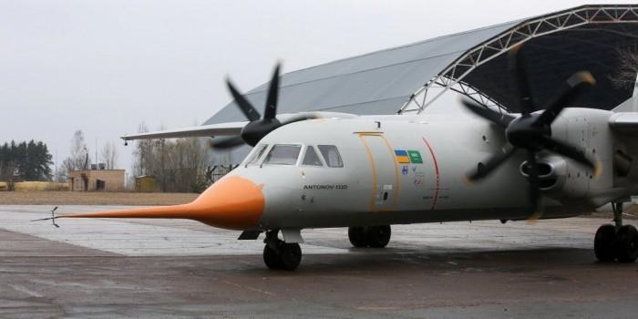 Украина показала свой первый самолет без российских деталей