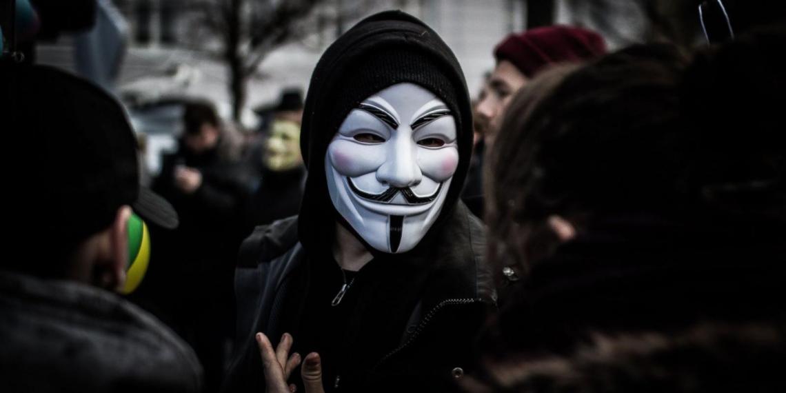 Хакеры из Anonymous объявили войну Илону Маску