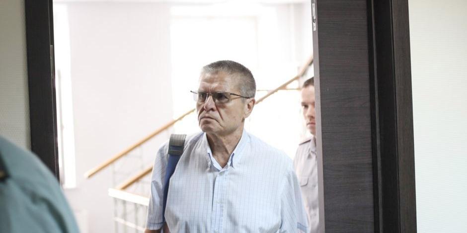 В кабинете Улюкаева при обыске нашли $250 000 и золотые монеты