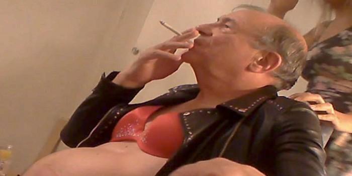 В Сети появились фото бывшего вице-спикера Британии в лифчике