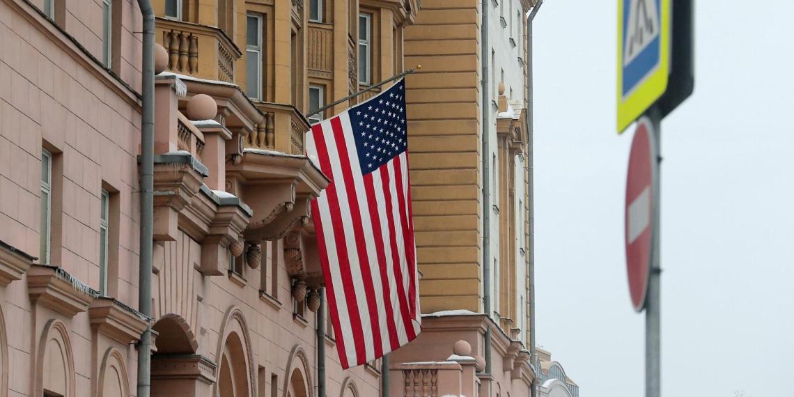 Дипмиссия США прекратит оказывать в России консульские услуги