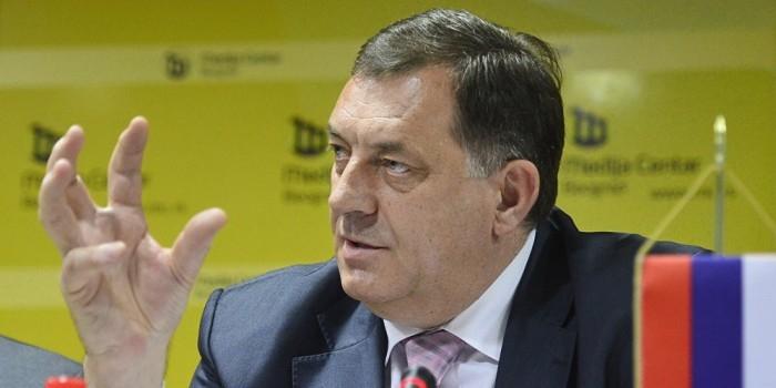 Глава Республики Сербской отказался пожать руку послу США