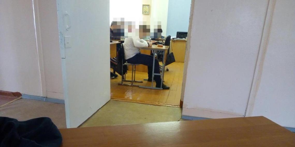В Карелии школьника выставили из класса вместе с партой за кашель