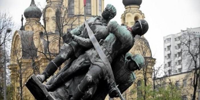 Росcия готовит ответ на решение Польши снести памятники советским воинам
