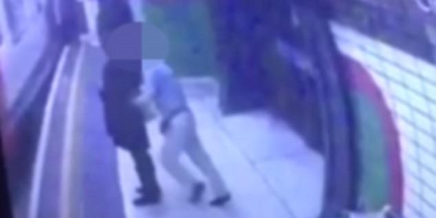Житель Лондона толкнул под поезд женщину в хиджабе