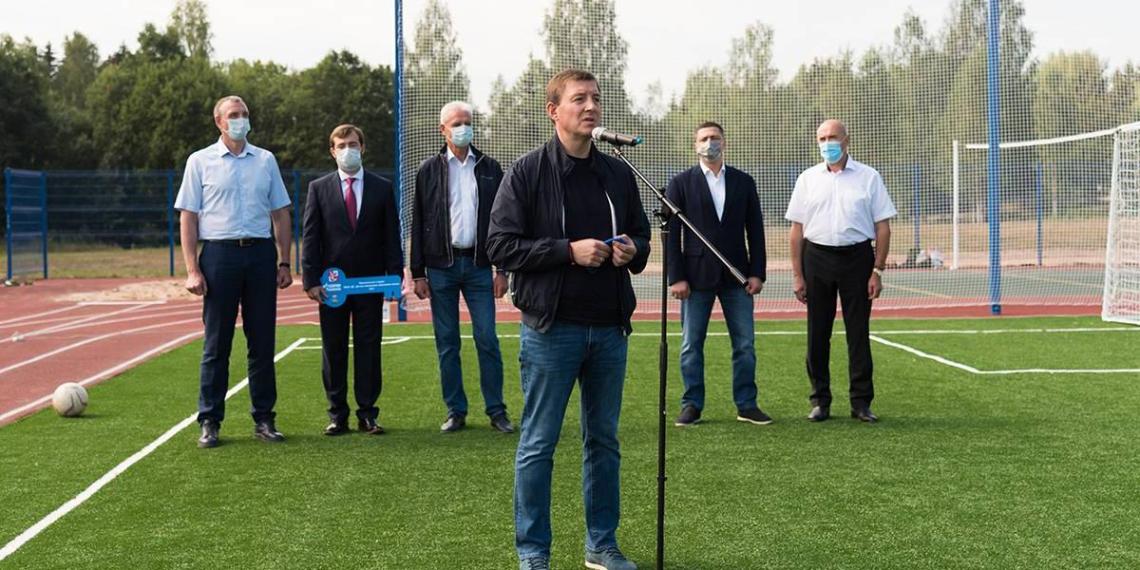 Турчак принял участие в открытии школьного стадиона в Струго-Красненском районе Псковской области