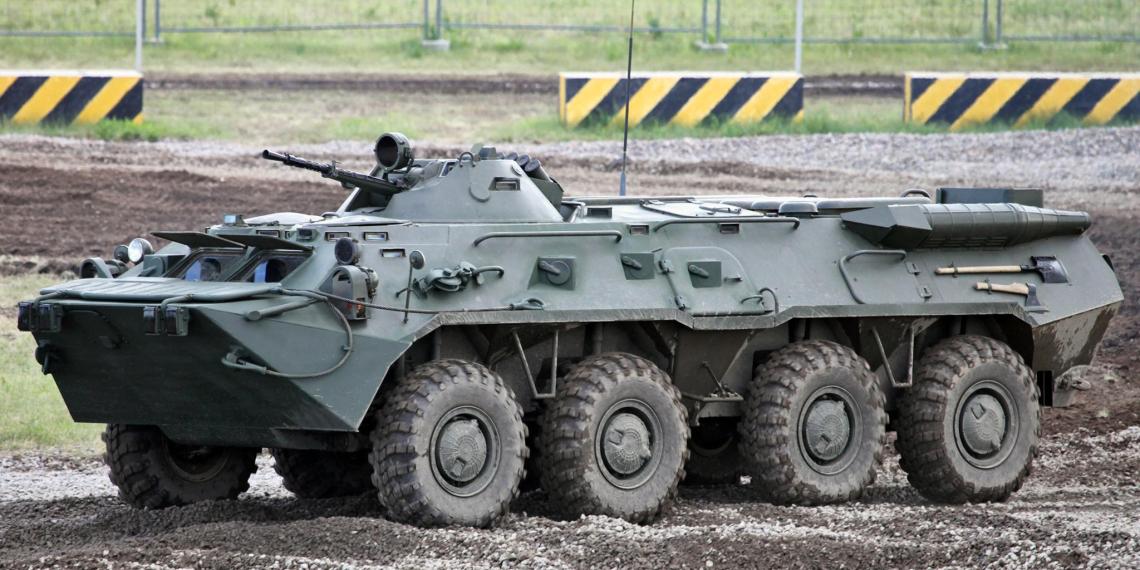 Очевидцы сняли столкновение трех БТР в центре Минска