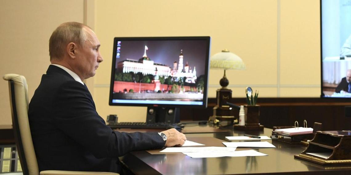 Путин объявил о необходимости вернуться к работе по поправкам в Конституцию