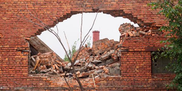 Саратовский школьник отрабатывал удары кулаками по стене и погиб от нее