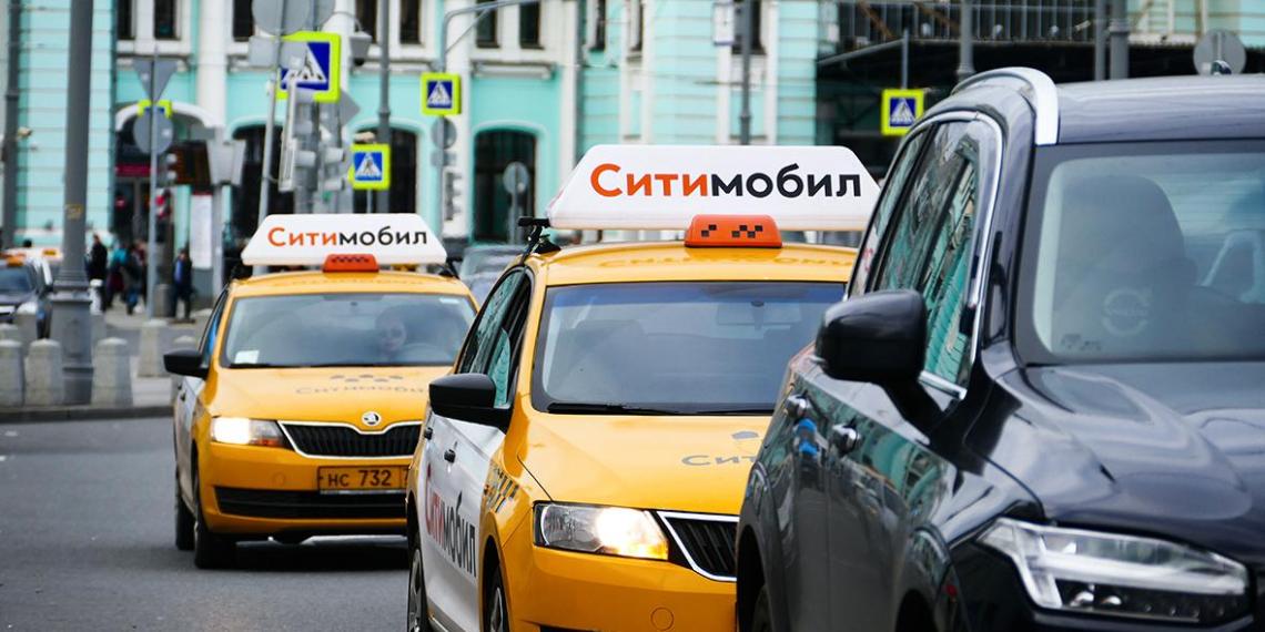 Петербургский таксист включил порно и стал мастурбировать при пассажирке
