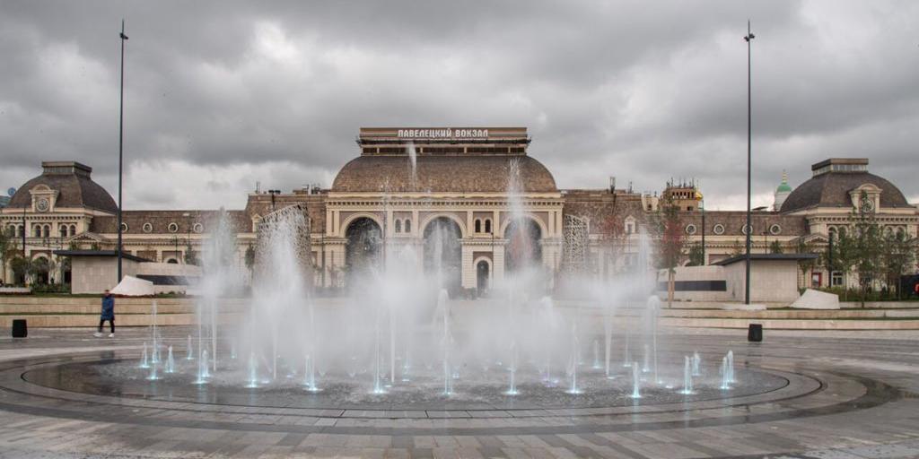 Собянин открыл центральную часть парка на Павелецкой площади