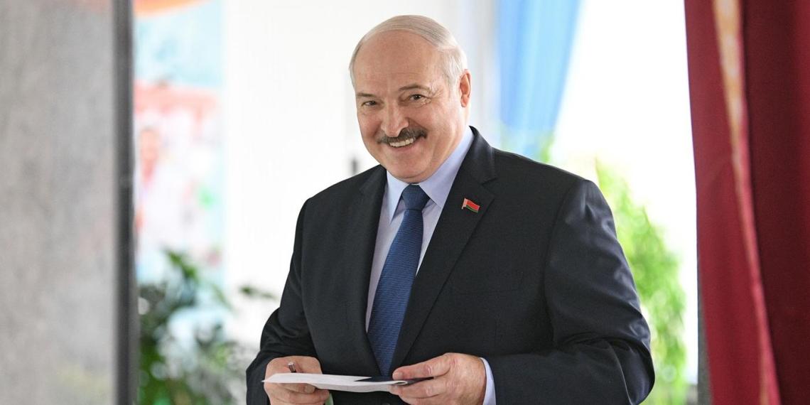 Белорусский госканал поверил шуточной новости о выдвижении Лукашенко на Нобелевскую премию мира