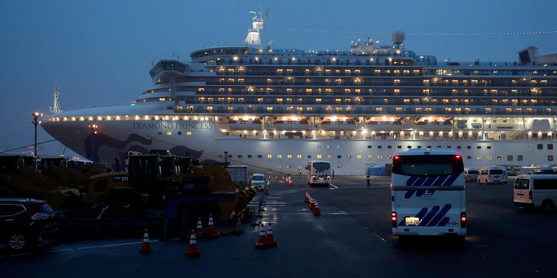 Еще двое россиян с лайнера Diamond Princess заразились коронавирусом