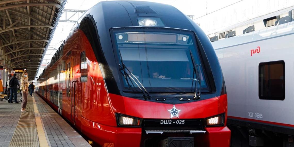 Двухэтажный поезд в тестовом режиме запустили на Московском центральном кольце