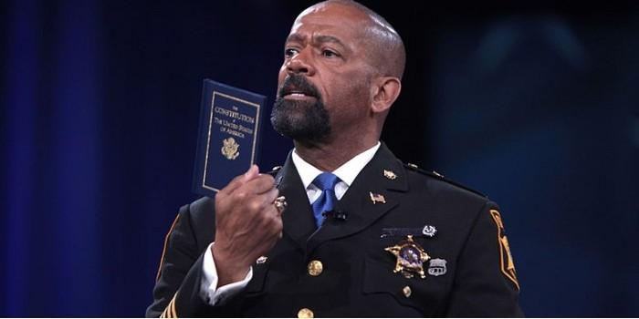 Один из лучших шерифов в США призвал к бунту против властей