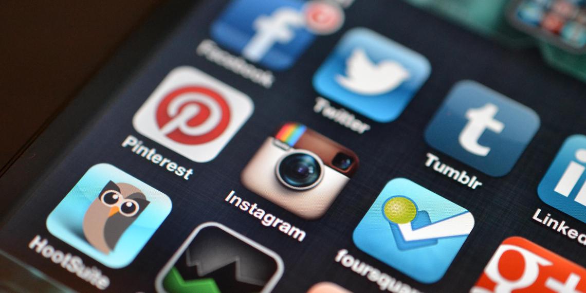 """Британское правительство обяжет соцсети защищать """"демократический"""" контент"""