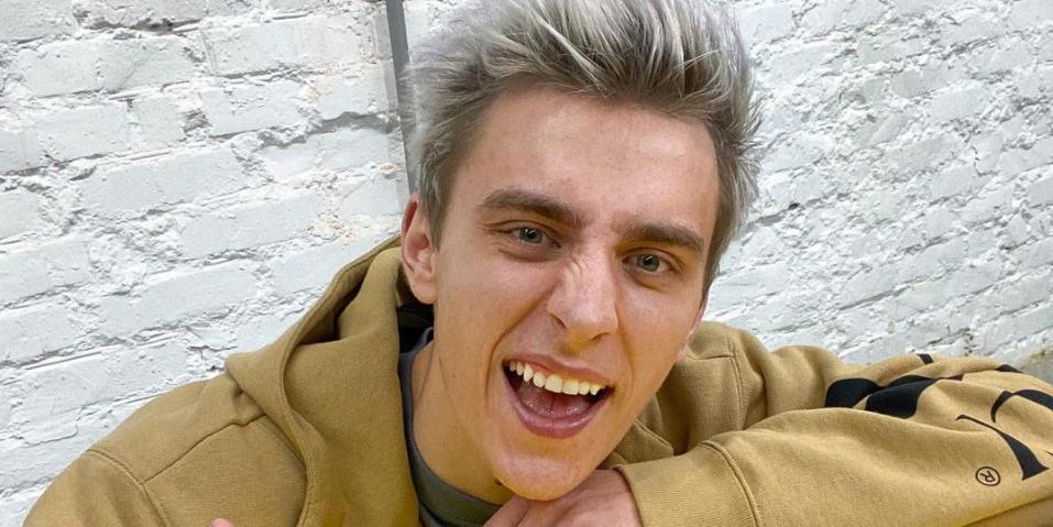 """""""Фотошопит свое лицо на мое"""": американец обвинил блогера Влада Бумагу в плагиате"""