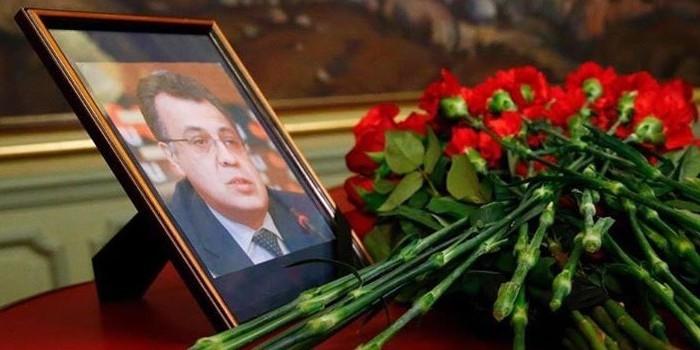 Путин присвоил погибшему послу Карлову звание Героя России