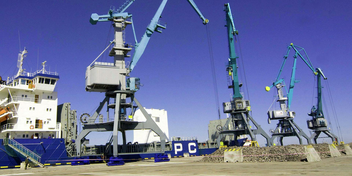 Москва и Минск готовятся переадресовать часть грузов через российские порты